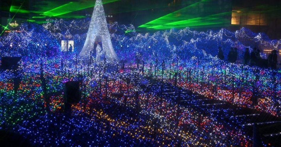 Show de luzes ganha destaque na decoração natalina no Japão