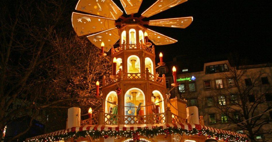 Luzes e mercados natalinos encantam em Viena