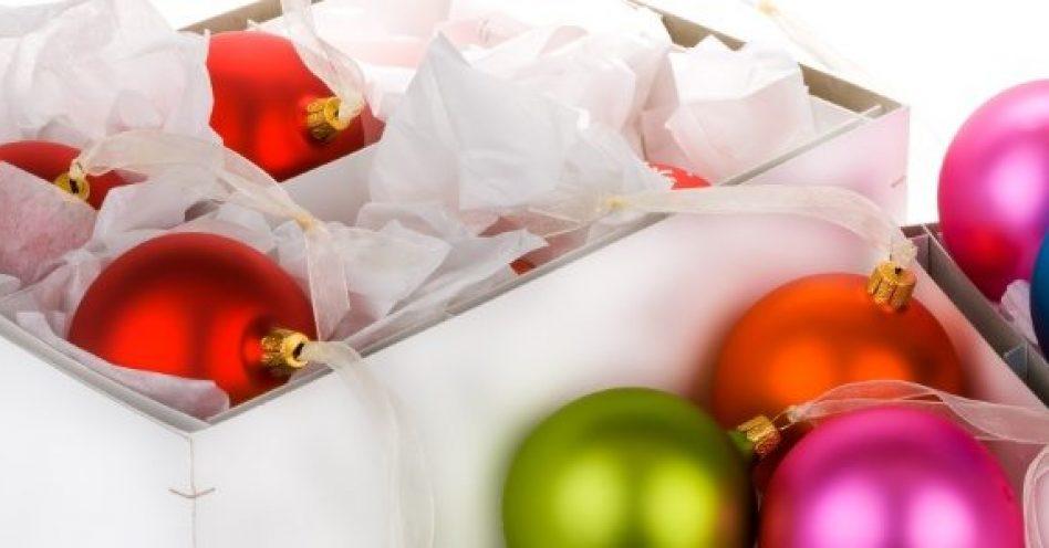 Caixas transparentes são ideais para armazenamento de artigos natalinos