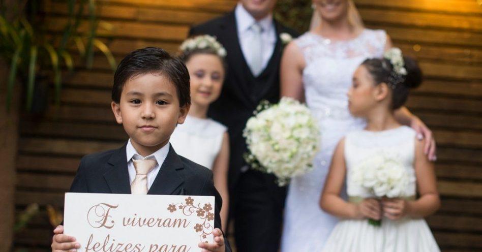 Placas e lousas trazem diversão à decoração de festas de casamento