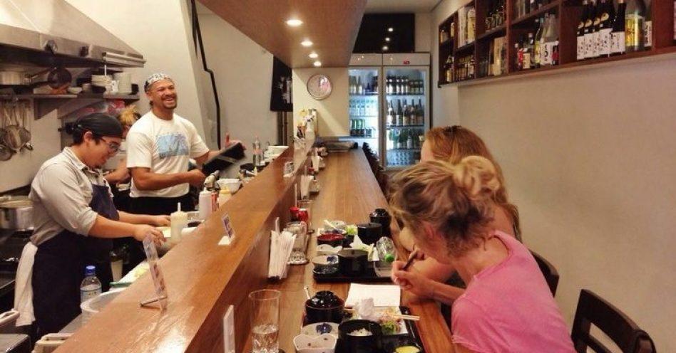 Cultura de boteco japonês chega ao Brasil