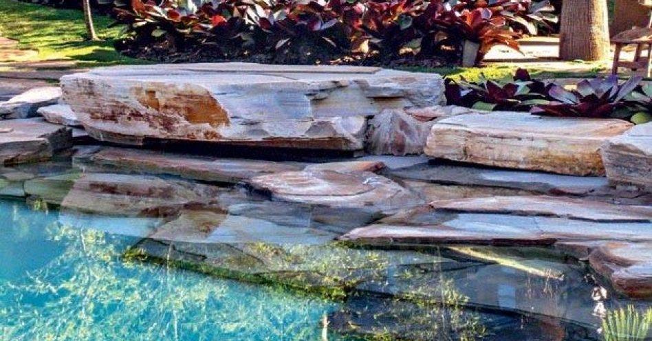 Como deixar a piscina com aspecto natural