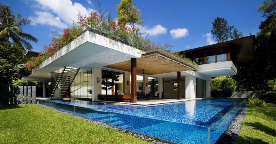 Piscina de vidro é opção moderna e sofisticada