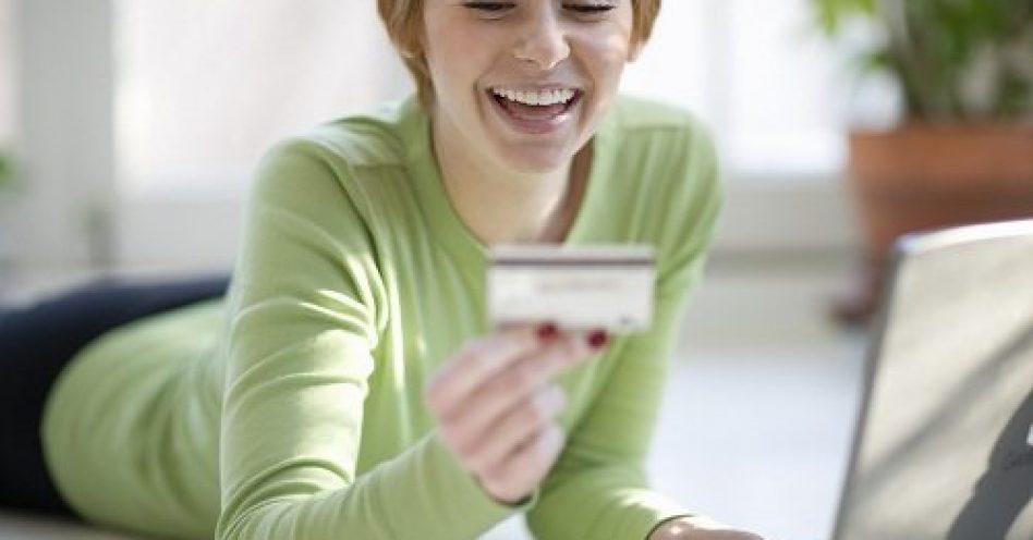 De olho em cosméticos e moda, 88% das mulheres comprarão na Black Friday