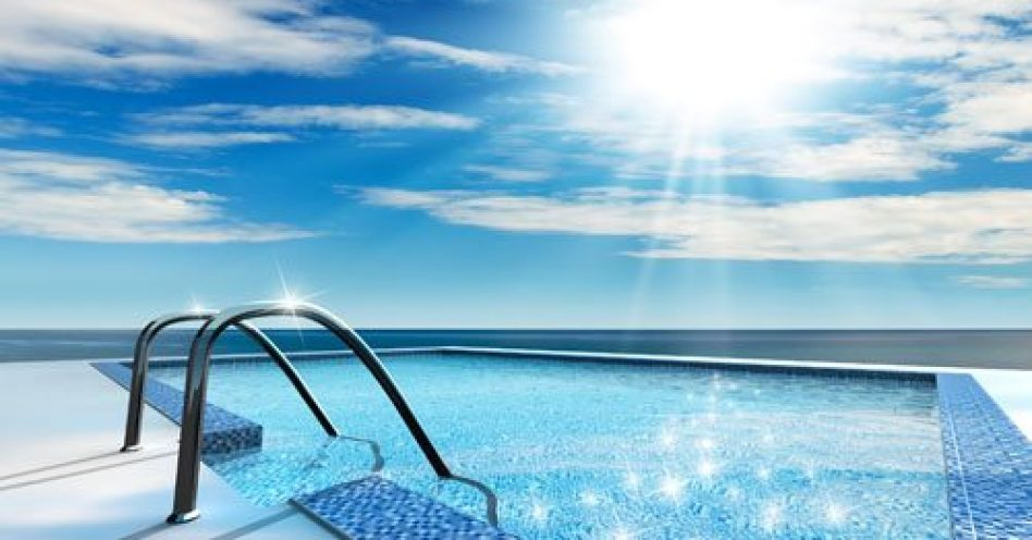 Como manter a piscina limpa no verão