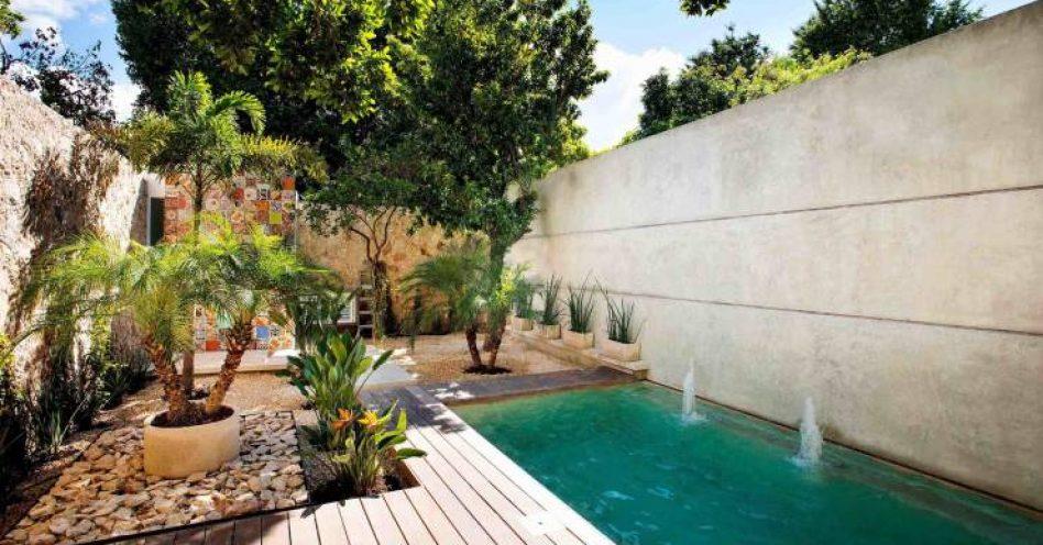 Pequenos espa os podem abrigar piscinas modernas e for Piscinas para patios pequenos