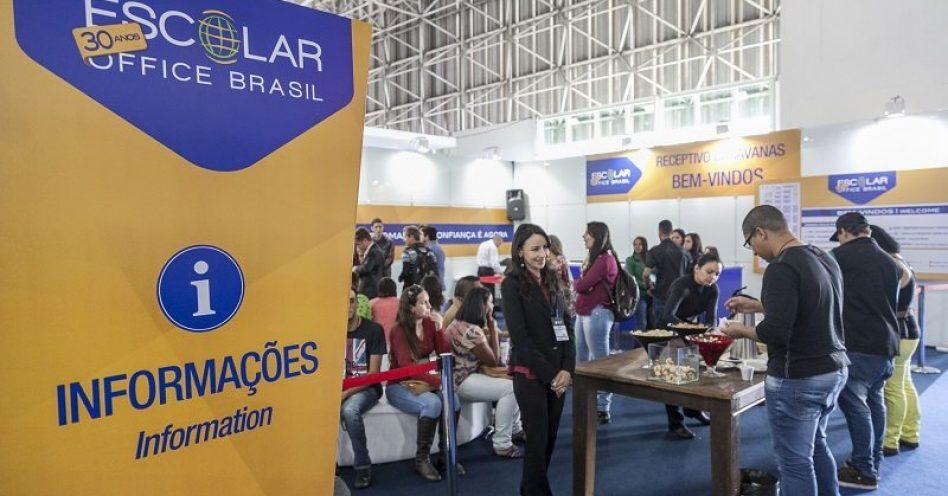 Caravanas trazem compradores de nove cidades à Escolar Office Brasil
