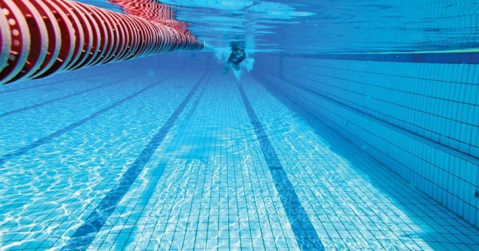 Como cuidar da saúde dos olhos na piscina e no mar
