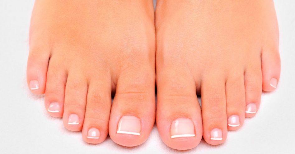 Estourar ou não mexer: saiba qual a melhor maneira de lidar com bolhas nos pés