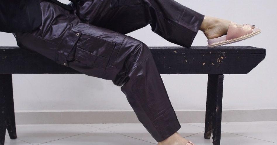 Do escritório à balada: calça cargo volta à moda renovada