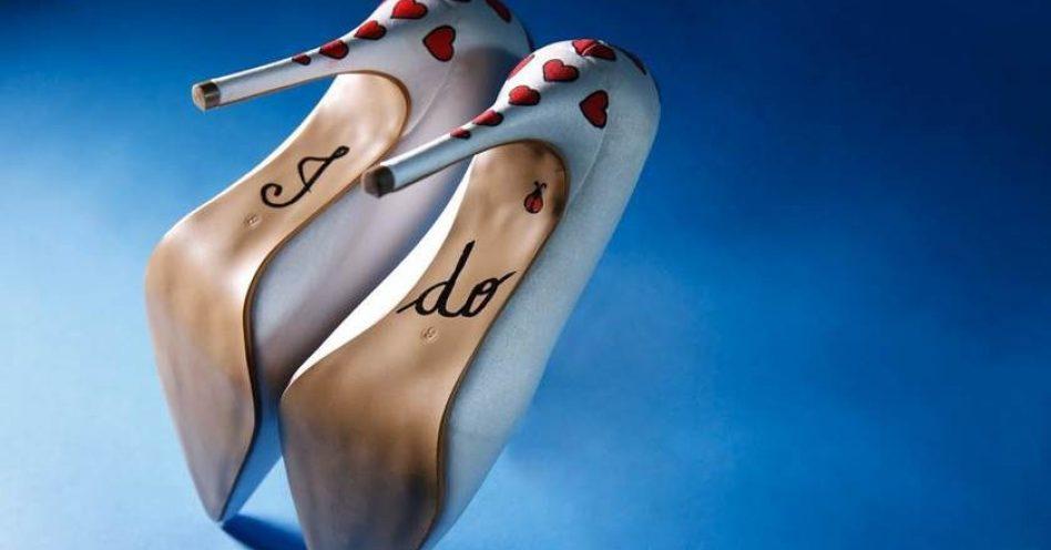 Artista Plástica cria coleção de sapatos pintados à mão