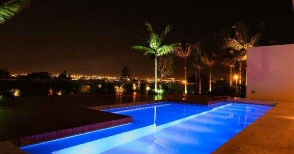 Alerta: conte com a garantia de profissionais para iluminar sua piscina