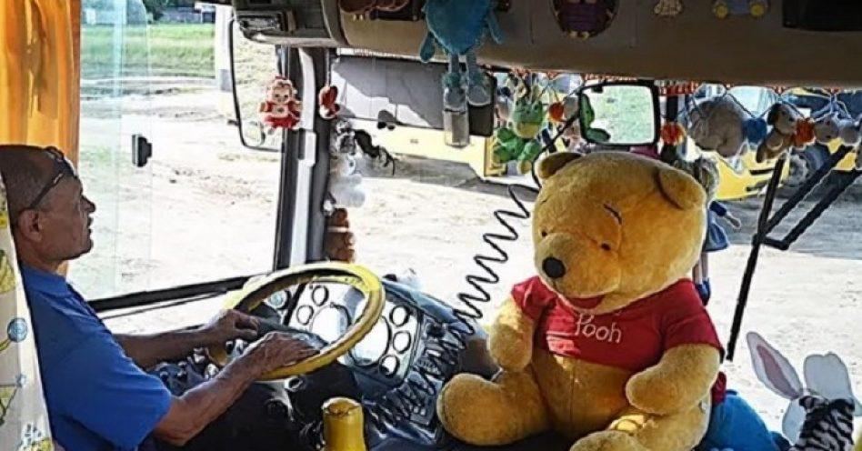 Motorista de transporte escolar transforma ônibus em quarto de brinquedos