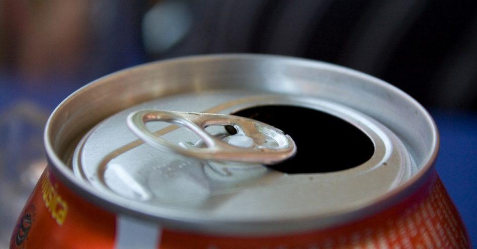 Parar de tomar sucos e refrigerantes reduz gordura no fígado