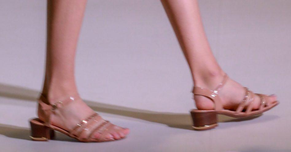 Sandálias minimals, bicos quadrados, saltos arrojados, as tendências da moda em calçados na Francal