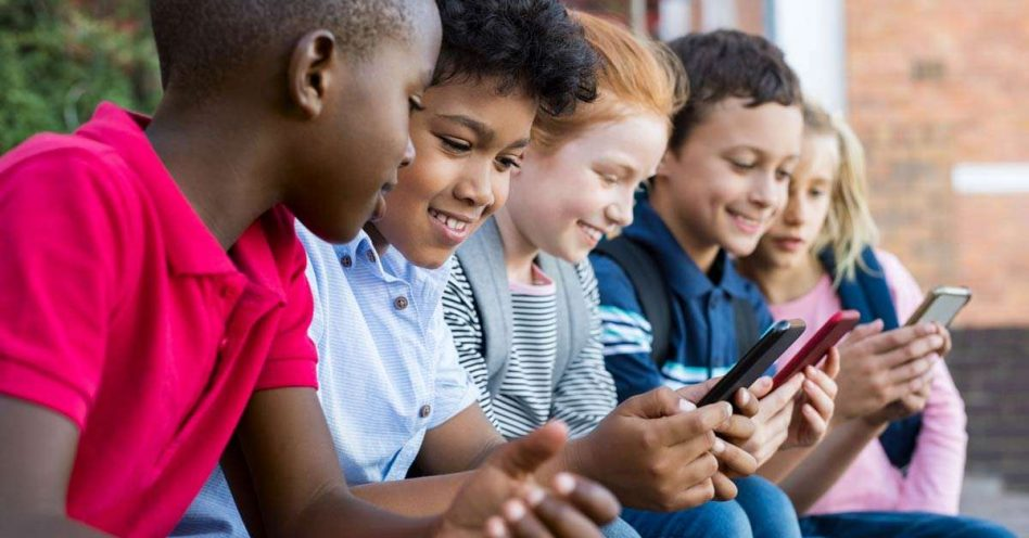 5 aplicativos educacionais que melhoram relação das crianças com celular