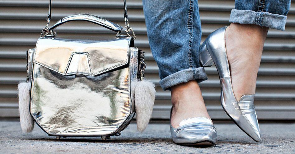 Calçados metalizados: a tendência que é a cara do verão
