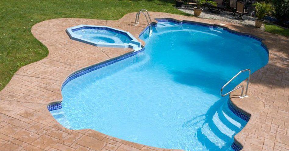 Sem relaxo: 4 dicas para o polimento da piscina de fibra