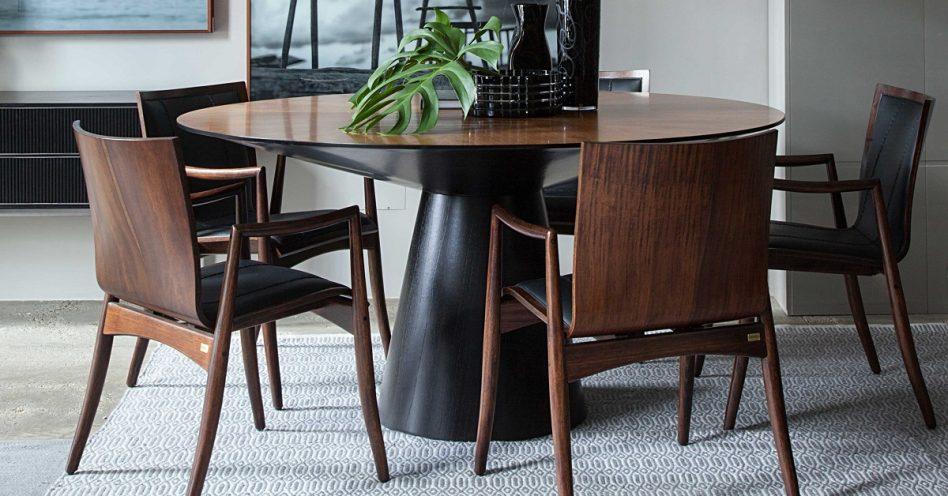 Cadeiras de madeira são aposta versátil e cheia de design